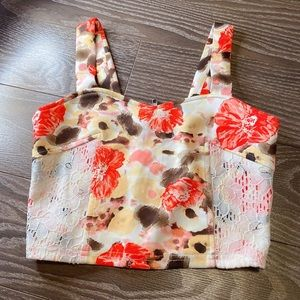 Tops - Brand new floral crop top S/M